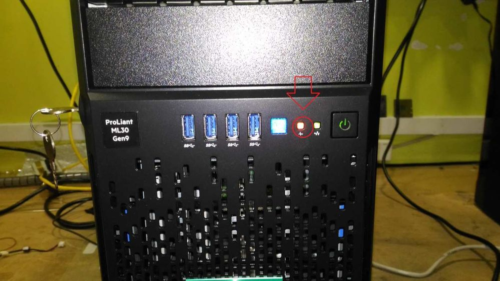 Led Ambar intermitente en panel Frontal de HP Proliant ML30 G9